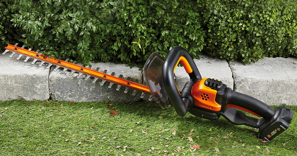 Choosing the Best Hedge Trimmer for Your Yard